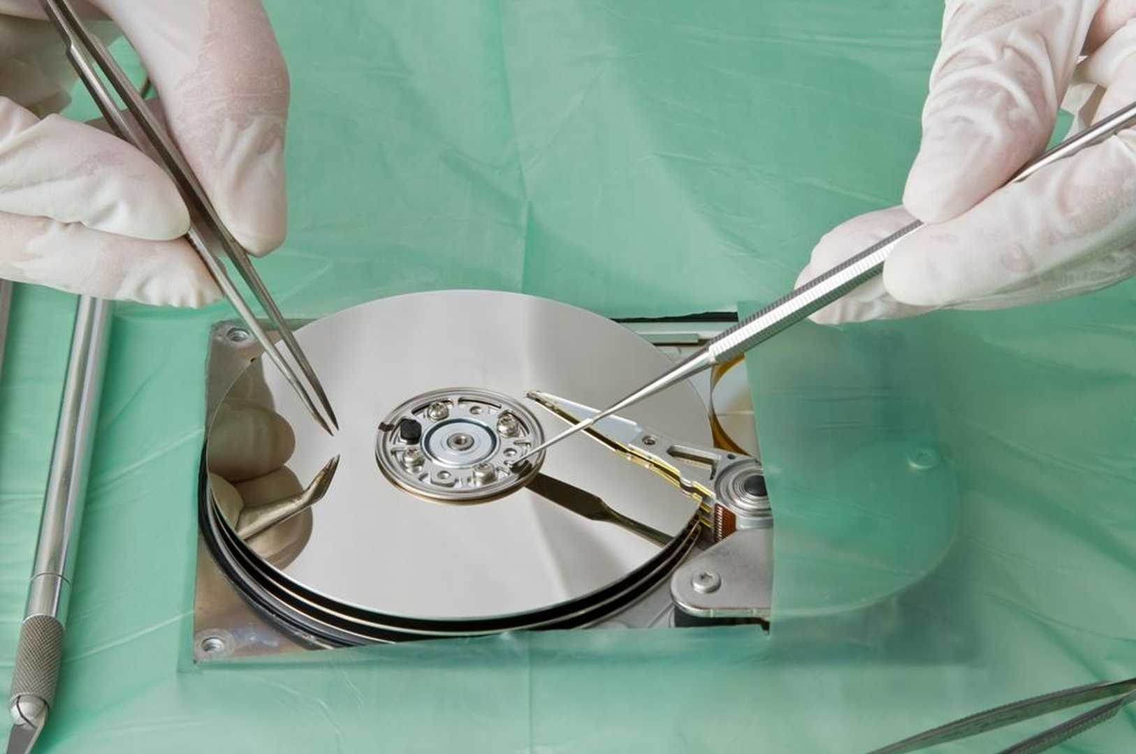 Hard disk in camera bianca